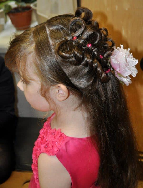 прическа на выпускной бал в детский сад для девочки