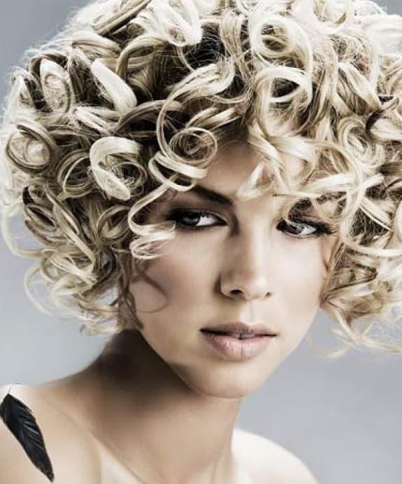 как накрутить короткие волосы