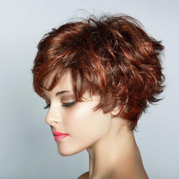стрижка для вьющихся волос средней длины