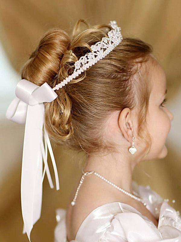 прическа на среднюю длину волос