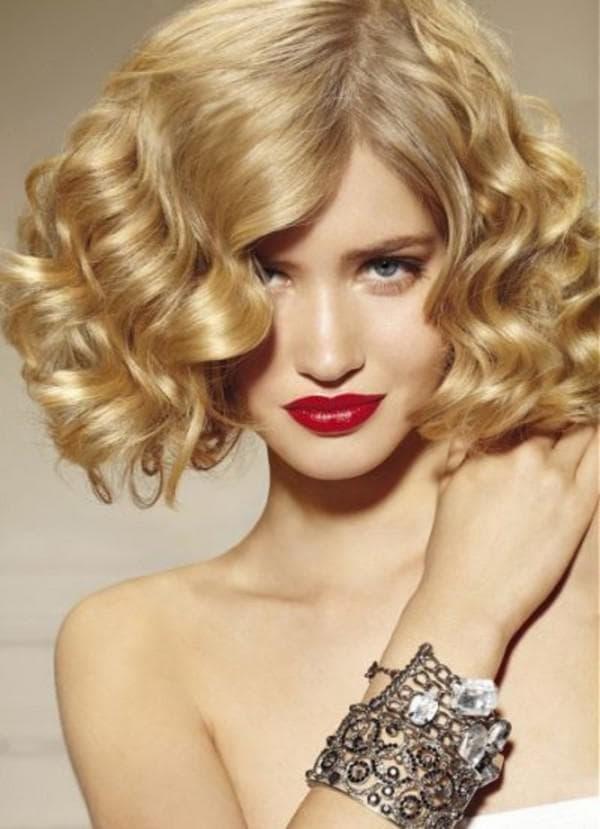 прически на средние волосы с челкой
