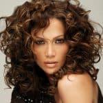 Праздничные и повседневные прически на средние волосы с челкой
